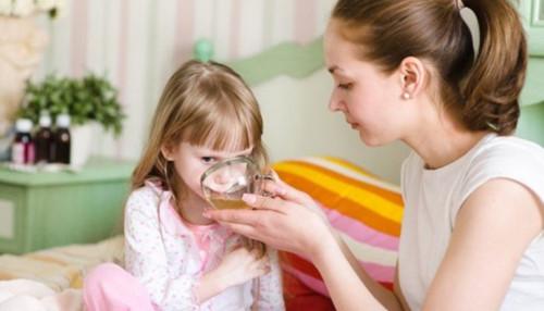 Uống oresol không đúng cách có thể gây biến chứng thần kinh nguy hiểm