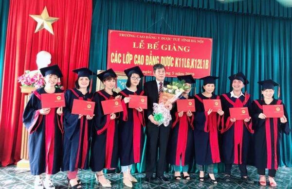 Lễ trao bằng tốt nghiệp các lớp cao đẳng dược khóa 11,12 năm 2019