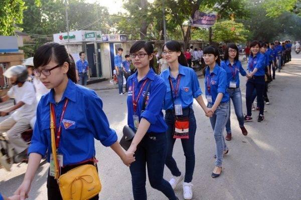 Sinh viên trường Cao đẳng Y Dược Tuệ Tĩnh Hà Nội tiếp sức mùa thi 2019