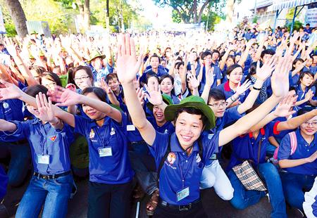 """Thông báo tuyển Tình nguyện viên tham gia chương trình """"Mùa hè xanh – Đồng hành cùng Tân sinh viên"""""""