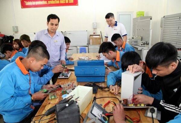 Tiến sĩ Phan Chính Thức nêu 7 hướng tiếp cận để phát triển giáo dục nghề nghiệp.