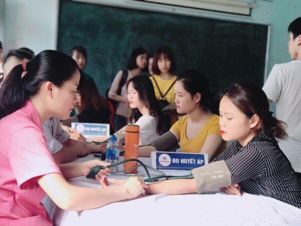 Khám sức khỏe đầu năm cho sinh viên cao đẳng chính quy trường Cao đẳng Y Dược Tuệ Tĩnh Hà Nộinăm 2019