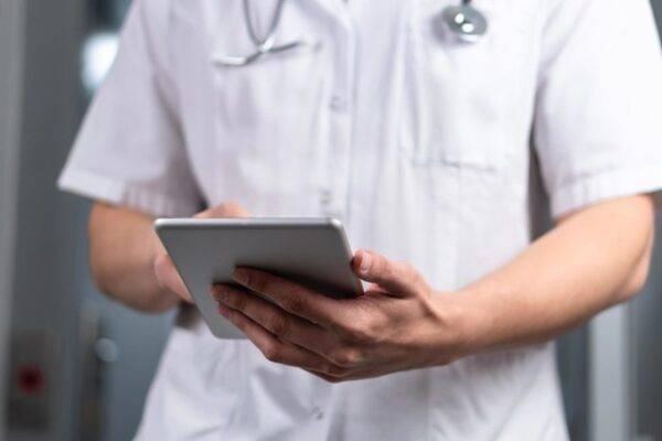 Chi phí y tế cơ bản và chi chí dịch vụ theo yêu cầu khác nhau thế nào?
