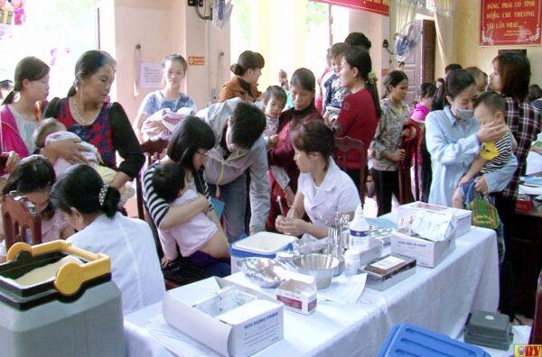 Bệnh viện tuyến Trung ương duy nhất thực tiêm chủng mở rộng miễn phí cho phụ nữ, trẻ em