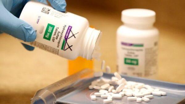 WHO dừng thử nghiệm thuốc sốt rét chữa trị covid-19 vì lo ngại an toàn