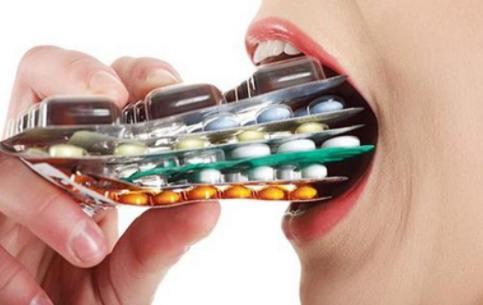 Vì sao uống kháng sinh phải đủ liều?